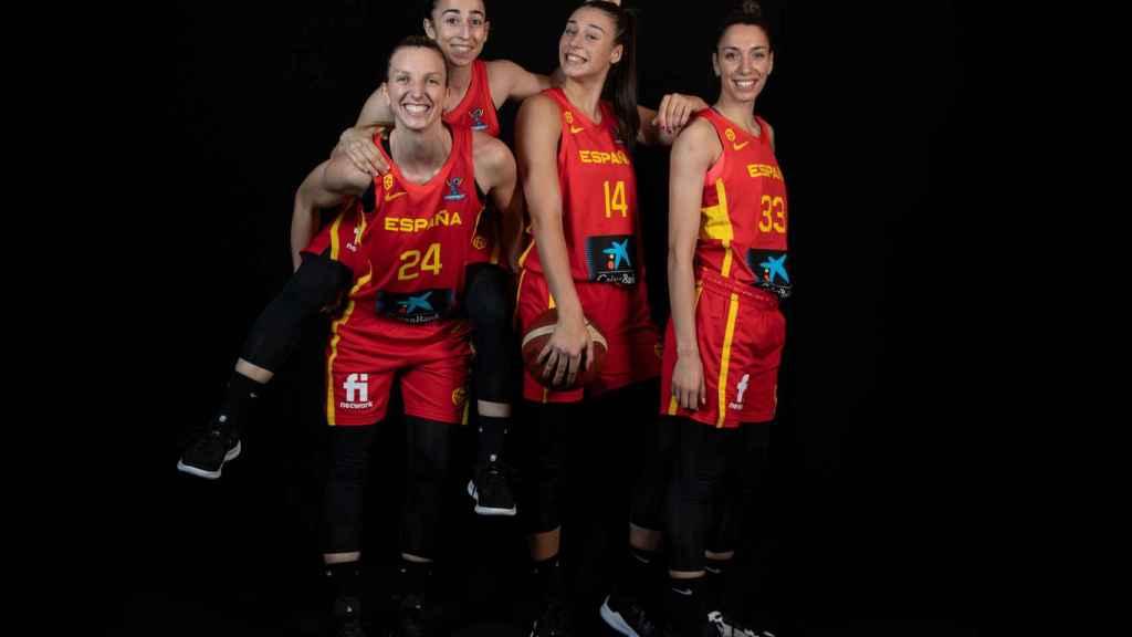 Laura Gil, Silvia Domínguez, Raquel Carrera y Laura Quevedo, jugadoras de la selección española de baloncesto femenino