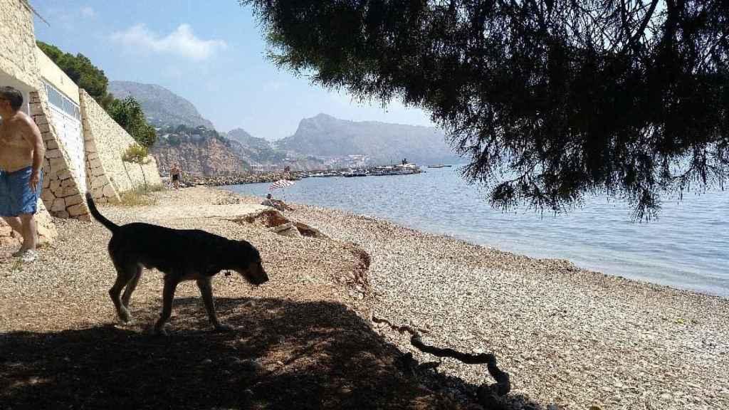 La playa de Mar y Montaña se encuentra próxima a Villa Gadea.