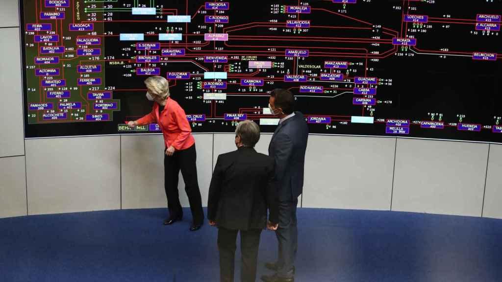 Ursula von der Leyen y Pedro Sánchez han visitado la sede de Red Eléctrica