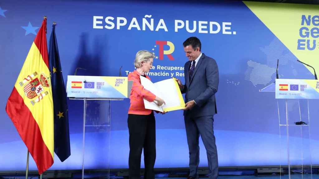 Ursula von der Leyen le ha entregado a Sánchez en mano las notas de su plan