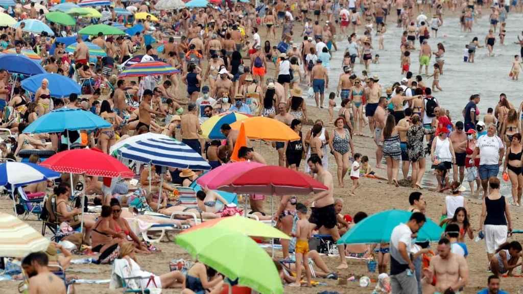Vista general de la playa de la Malvarrosa el pasado fin de semana.