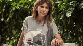 Gema López con la camiseta que ha diseñado.
