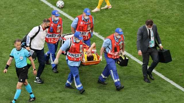 La caída de Mario Fernandes, en imágenes: así ha sido el golpe con el que ha acabado en el hospital