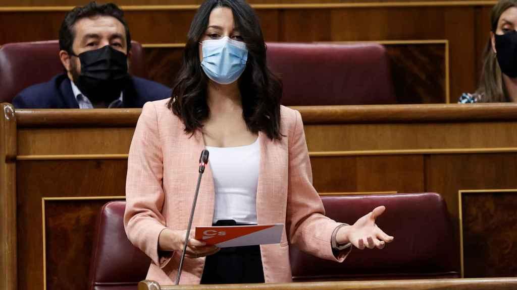 Inés Arrimadas, durante su intervención desde su escaño del Congreso.