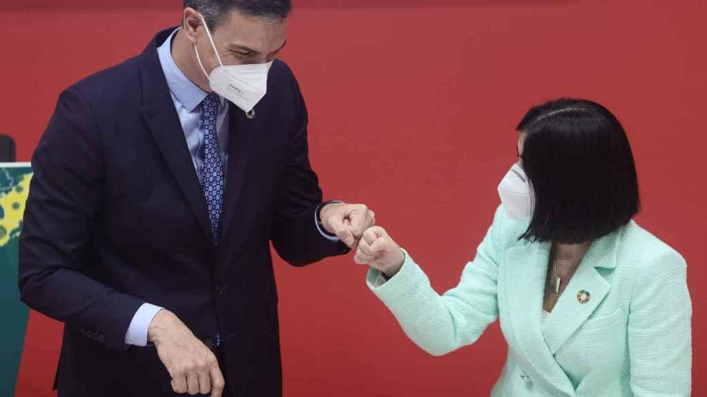 Pedro Sánchez y Carolina Darias, ministra de Sanidad.