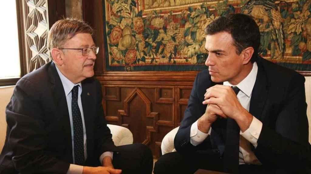 Ximo Puig, junto a Pedro Sánchez en una de sus visitas al Palau de la Generalitat Valenciana. EE