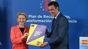 Ursula von der Leyen, presidenta de la Comisión Europea, y Pedro Sánchez, presidente del Gobierno con el Plan de Recuperación español aprobado por Bruselas.