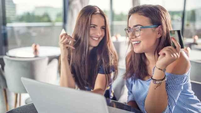La llegada del verano disparan un 23% las compras online