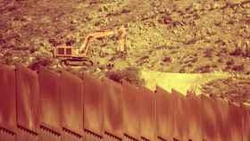 Obras en el muro fronterizo entre México y EEUU.