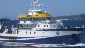 La investigadora Ángeles Alvariño y el buque oceanográfico que lleva su nombre.