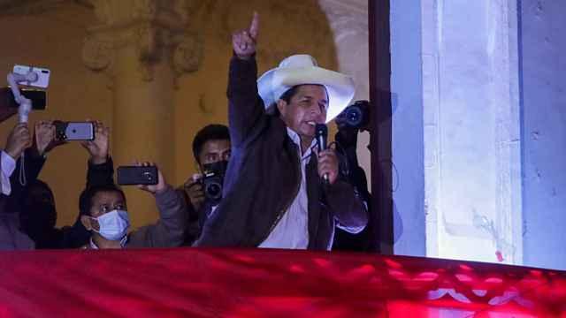 Pedro Castillo hablando a sus seguidores.