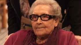 Neus Català, superviviente de los campos de concentración, homenajeada a sus 100 años en el Ayuntamiento de Barcelona.