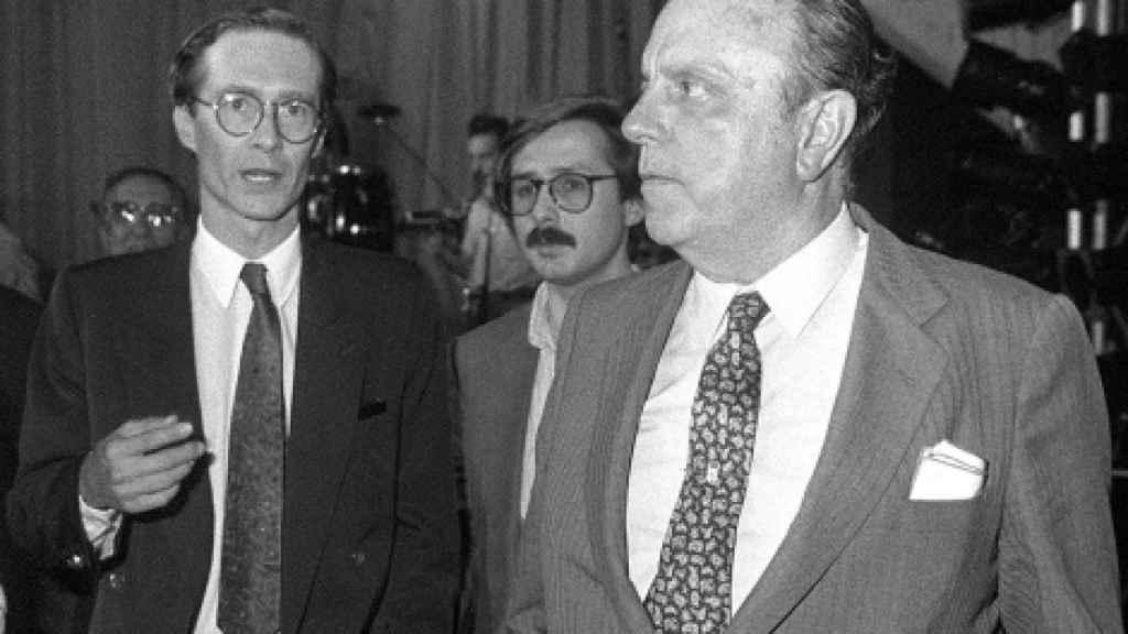 Jorge Verstrynge (i) y Manuel Fraga, presidente de Alianza Popular.