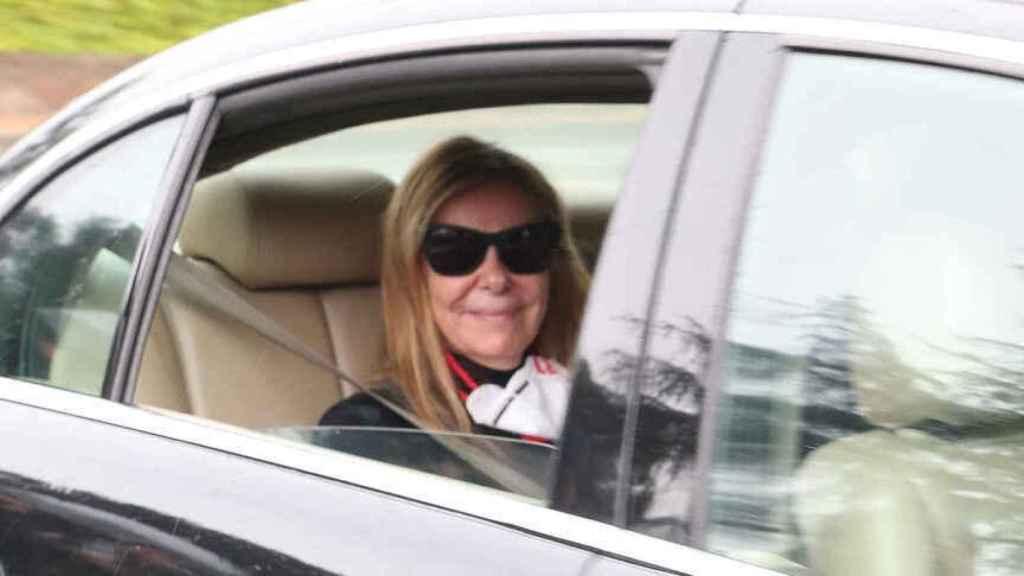Ana Obregón dedicó una sonrisa a la prensa en la puerta de su casa tras la muerte de su hijo.