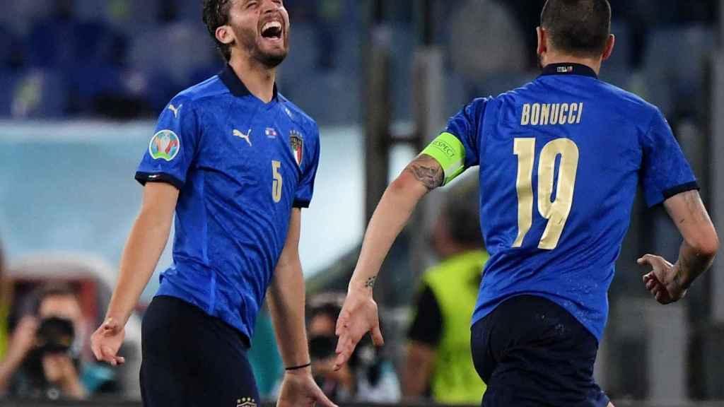 Locatelli celebra con Bonucci su gol a Suiza