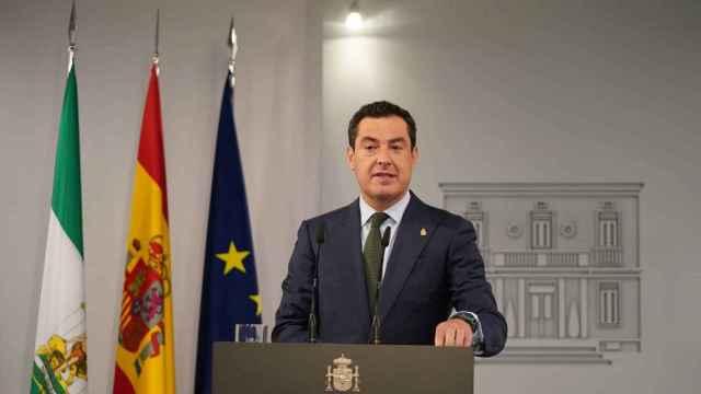 Juanma Moreno en La Moncloa tras su reunión con Pedro Sánchez.