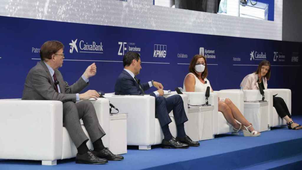 Ximo Puig, Juanma Moreno y Francina Armengol, durante el evento. EE