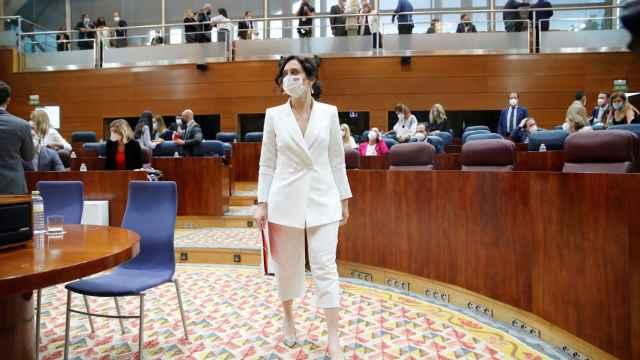 Isabel Díaz Ayuso antes de afrontar su discurso de investidura en la Asamblea de Madrid.