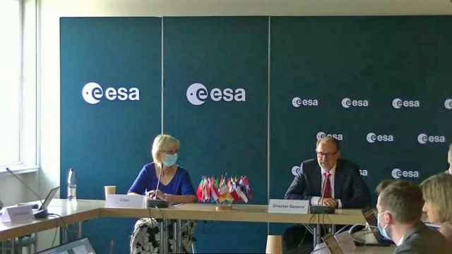 Rueda de prensa tras el consejo de la ESA, celebrado en París.
