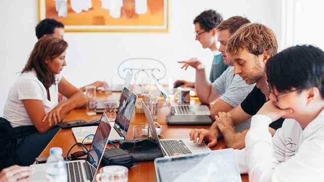 Jóvenes trabajando (Europa Press).