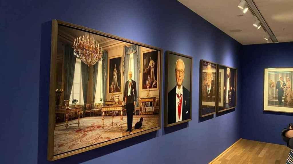 Detalle de la exposición en la que se incluye la fotografía.