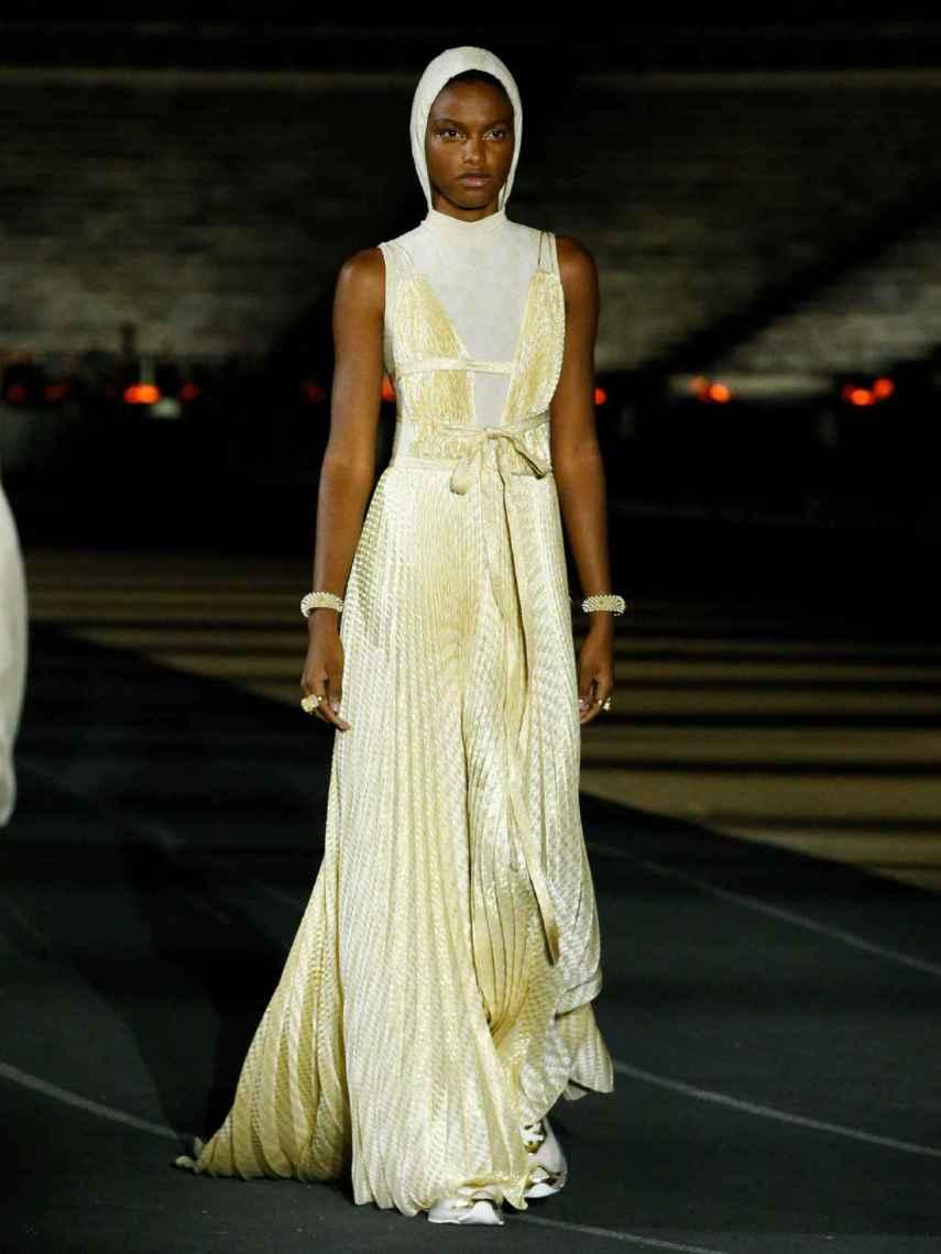 El blanco y el beige han sido los colores protagonistas en la nueva colección de Dior.