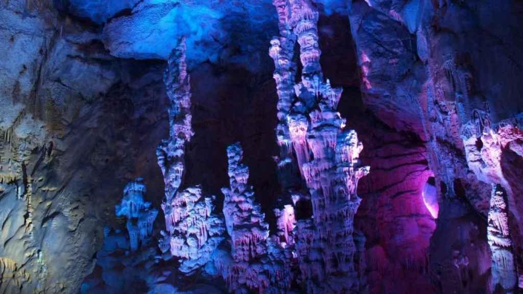 Las Cuevas del Canelobre en Busot tienen más de 145 millones de años.