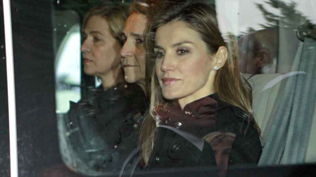 Letizia junto a las infantas Cristina y Elena en Grecia.
