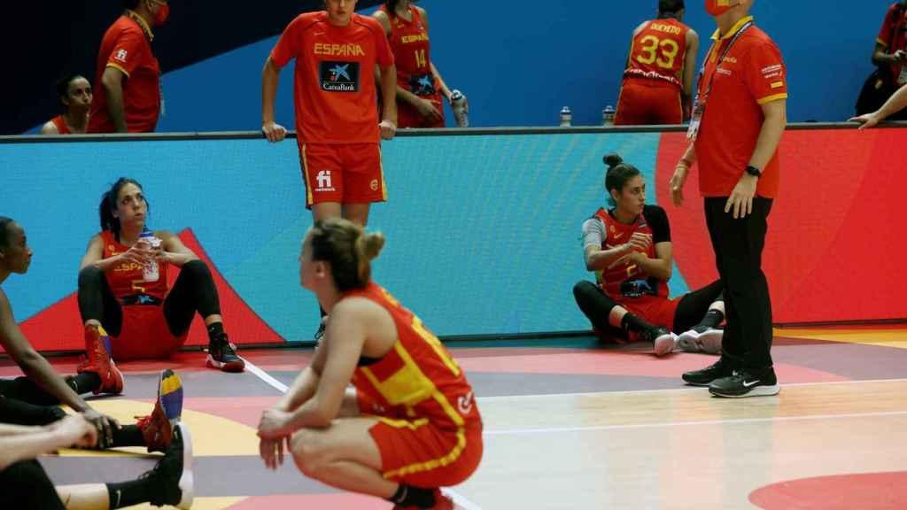 Las jugadoras de España se lamentan tras la derrota