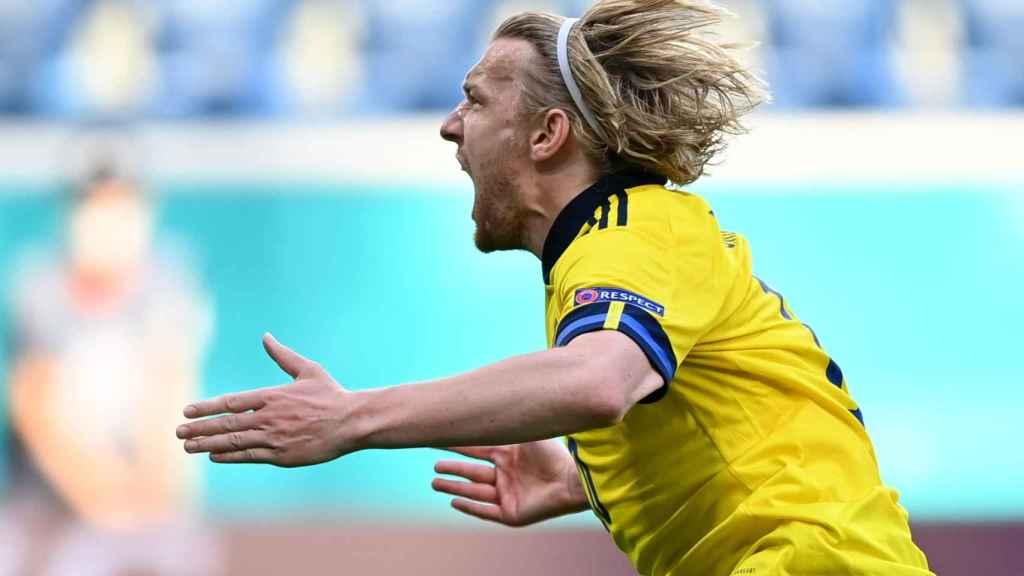 Emil Forsberg celebra su gol de penalti contra Eslovaquia