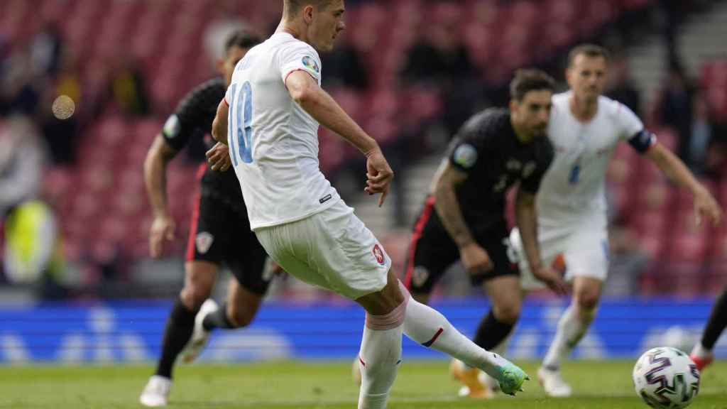 Patrick Schick anota su penalti ante Croacia