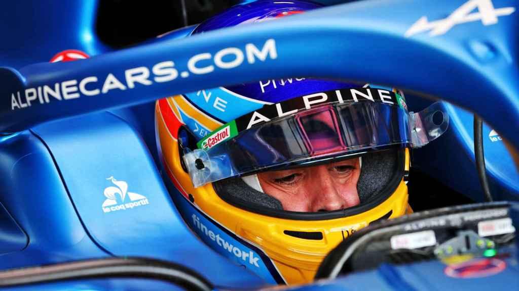 Fernando Alonso dentro de su A521 en el Gran Premio de Francia