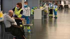 Vacunación en el Wanda Metropolitano de Madrid. Efe