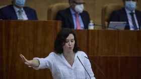 La presidenta en funciones de la Comunidad de Madrid, Isabel Díaz Ayuso, interviene en la segunda sesión del pleno de su investidura en la Asamblea de Madrid.