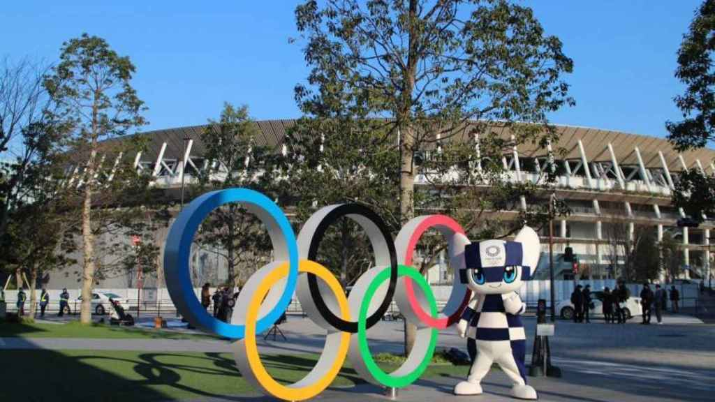 Mascota y estadio de los Juegos Olímpicos de Tokio.