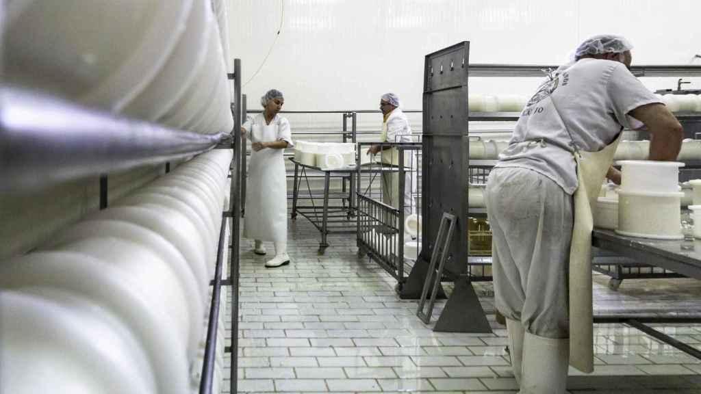 Trabajadores en las instalaciones de la empresa