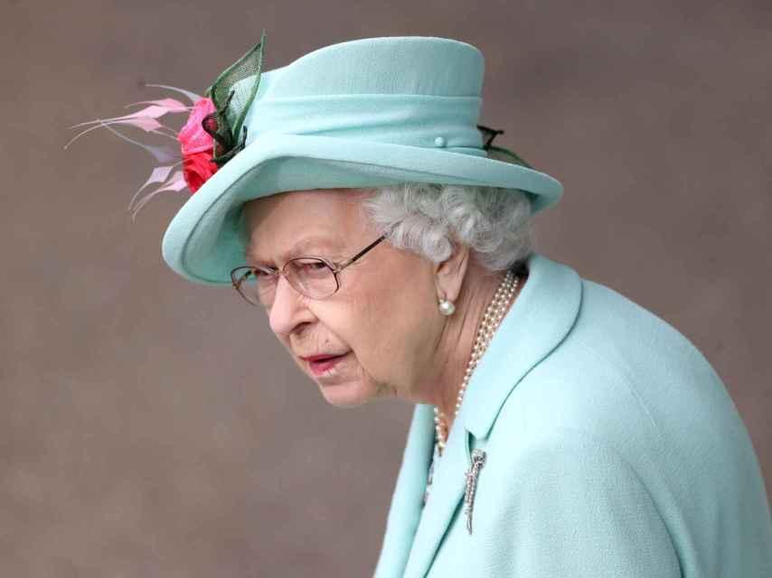 La reina Isabel II seleccionó un traje verde para Ascot.