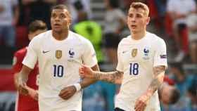 Mbappé y Digne, durante el Hungría - Francia