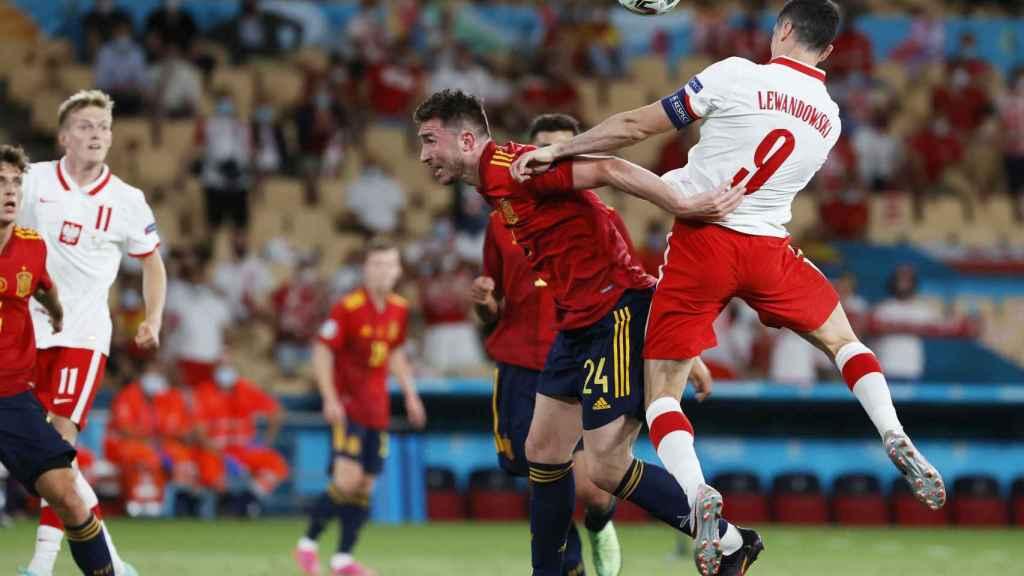 Robert Lewandowski marca el empate de Polonia frente a España
