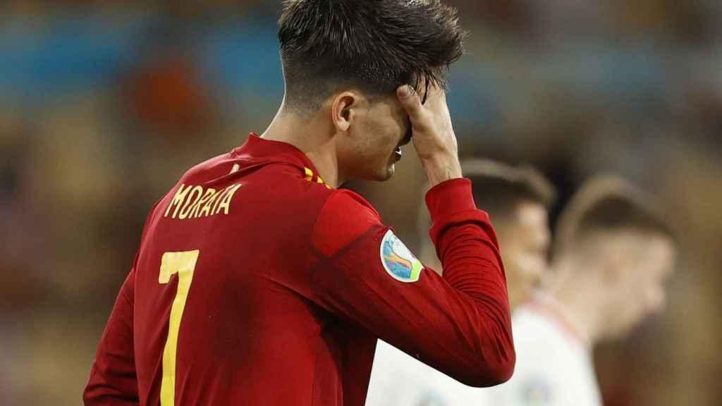 Morata se lamenta tras una ocasión fallada frente a Polonia