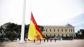 Izado de bandera para celebrar el séptimo aniversario de la coronación de Felipe VI.