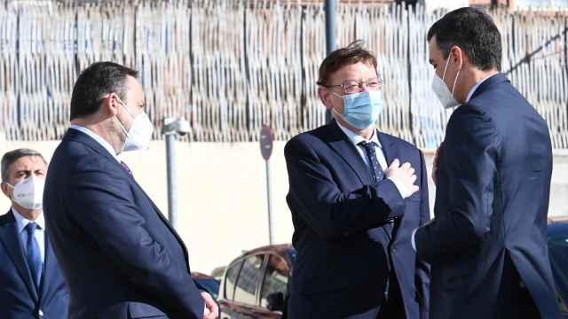 José Luis Ábalos, Ximo Puig y Pedro Sánchez. EE