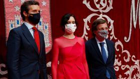 Isabel Díaz Ayuso junto con el presidente del PP, Pablo Casado y el alcalde de Madrid, José Luis Martínez-Almeida.