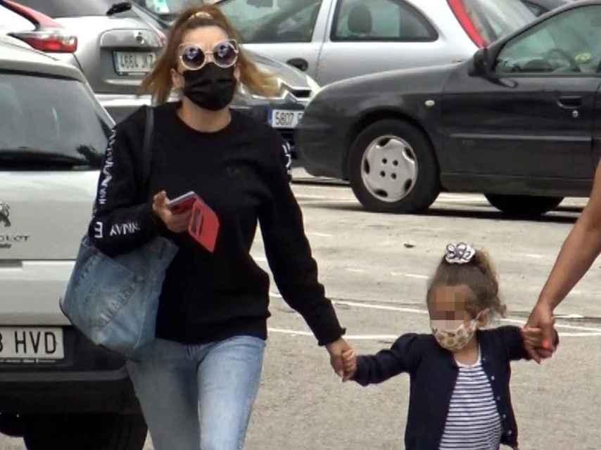 Michu y su hija, Rocío, visitando a José Fernando en el centro psiquiátrico.