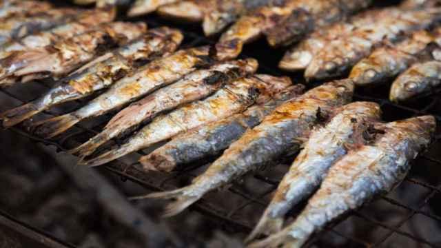 5 trucos (que no fallan) para evitar que el pescado se pegue a la parrilla.