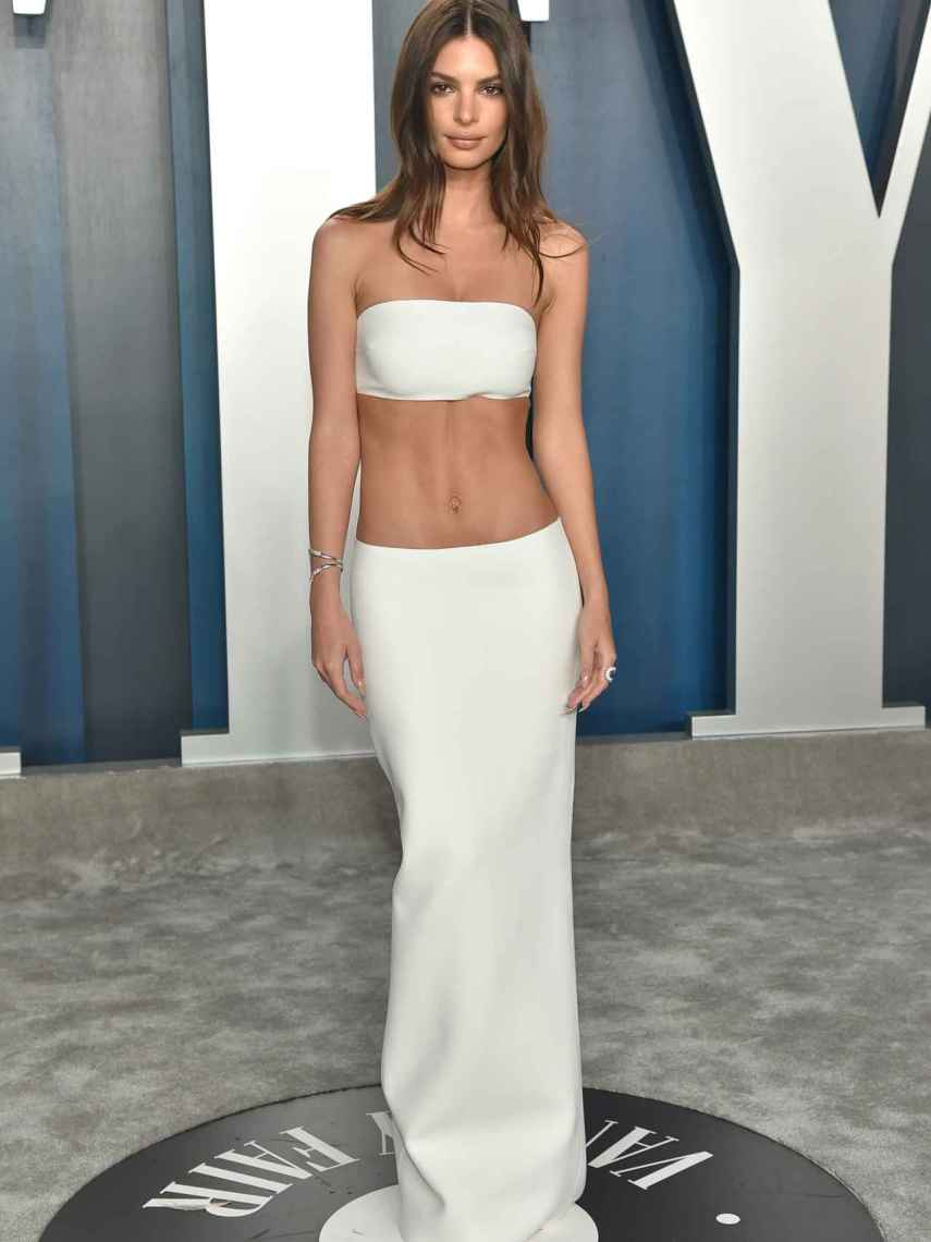 Emily Ratajkowski showing off her flat stomach with a crop top.