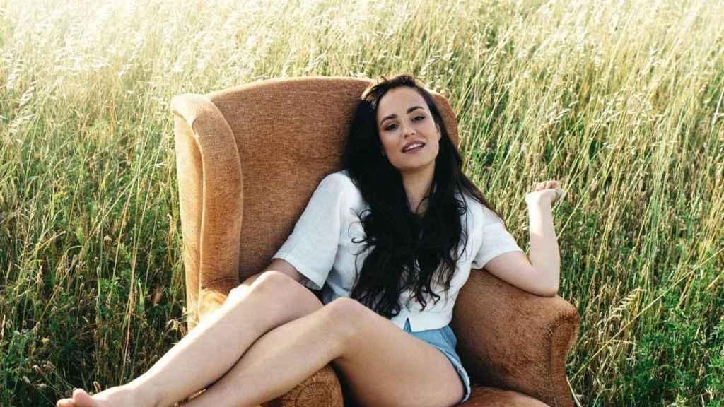 La diseñadora, en la primera fotografía oficial de la nueva campaña de su firma.