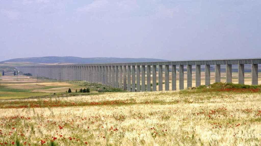 Acueducto del trasvase Tajo-Segura.