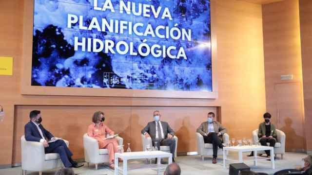 Mesa redonda para presentar los planes de cuenca 2021-2027.