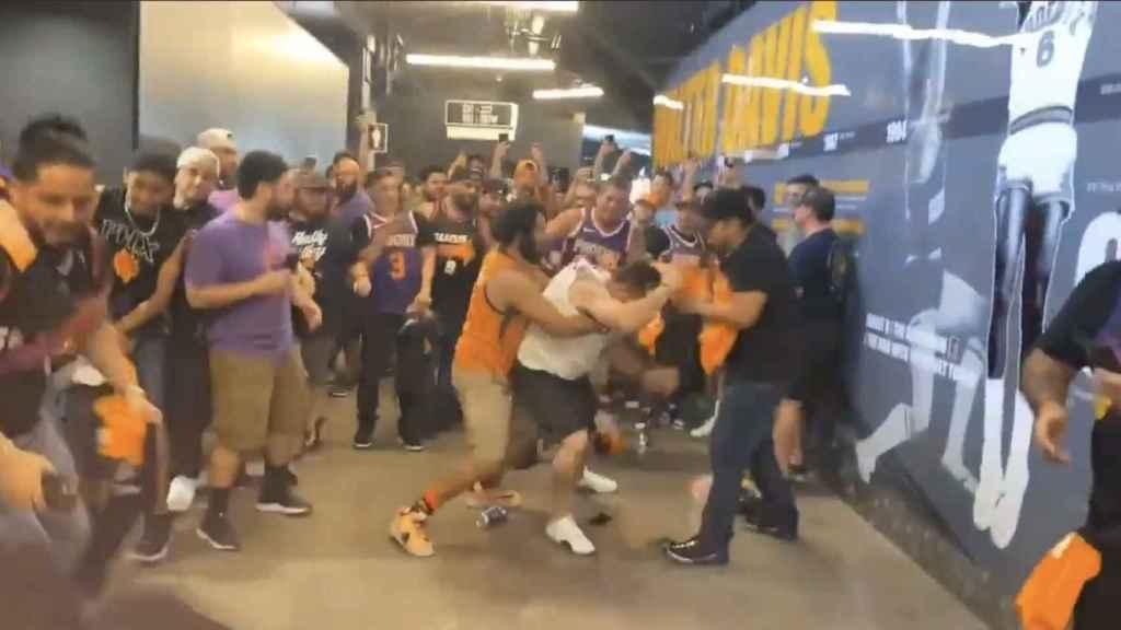 Brutal pelea en la NBA entre aficionados de los Phoenix Suns y Los Ángeles Clippers